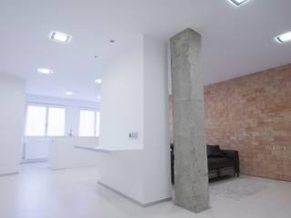 Flat in Durango Salones de estilo minimalista de Ramos Bilbao Architects Minimalista