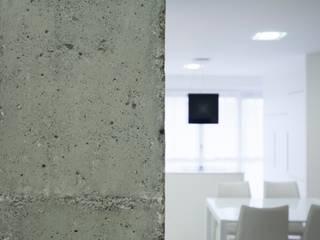 Flat in Durango Cocinas de estilo minimalista de Ramos Bilbao Architects Minimalista
