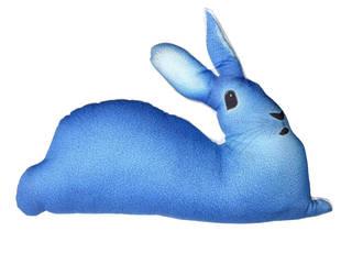 Coussin lapin bleu par Claire et Pierre éditions Éclectique