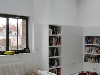 モダンデザインの リビング の Barbara Sterkers , architecte d'intérieur モダン