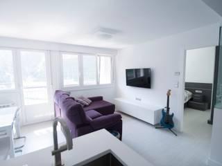 Vivienda para músico Salones de estilo minimalista de Ramos Bilbao Architects Minimalista