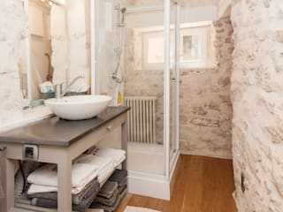 Mediterranean style bathroom by Pixcity Mediterranean