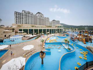 Hoteles de estilo  por 나우동인건축사사무소,