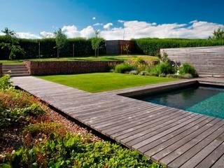 Hausgarten mit Pool:   von Burkhard Sandler Landschaftsarchitekten