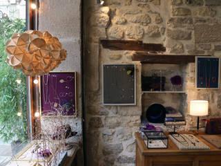 vitrine boutique Sous le sable par Atelier Anne-Pierre MALVAL Éclectique