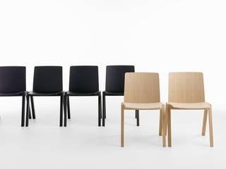 Sedia KIRA – design Mario Ferrarini:  in stile  di Crassevig