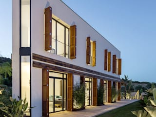Mediterranean style houses by 08023 Architects Mediterranean