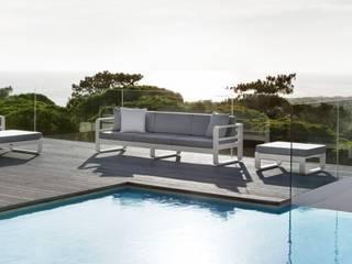mobilier jardin:  de style  par DOMINO HABITAT