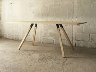 table à manger en frêne et acier:  de style  par PIERRE MAGNIER