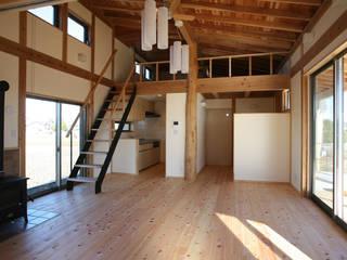 鴻巣の家: 八島建築設計室が手掛けたリビングです。