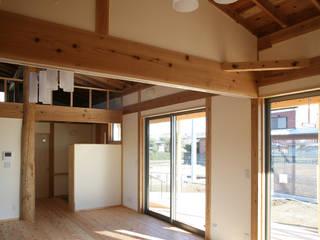 鴻巣の家: 八島建築設計室が手掛けた寝室です。