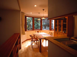目白台の家: 八島建築設計室が手掛けたダイニングです。