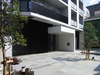 Casas ecléticas por 八島建築設計室 Eclético