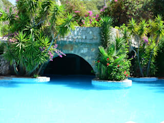 Modern Pool by Paradise Garden Hotel Modern