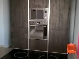 Arredo Contract: Cucina in stile in stile Moderno di GRUPPO INVENTA