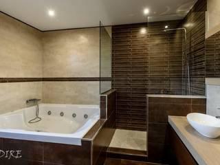 Ванная комната в стиле модерн от Indire Reformas S.L. Модерн
