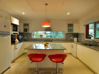 CASA AP : Casas de estilo  por Desarrollos Proyecta,Colonial