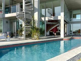 San clemente indoor/outdoor : Terrasse de style  par Dupuis Design