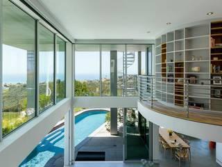 San Clemente indoor/outdoor: Terrasse de style  par Dupuis Design
