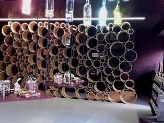 Portabottiglie in cartone riciclato Esigo 8: Negozi & Locali Commerciali in stile  di Esigo SRL