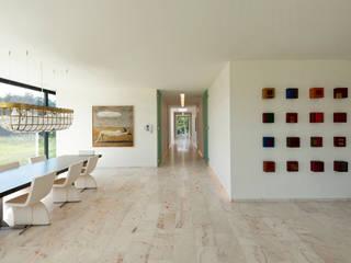 Nowoczesne ściany i podłogi od 123DV Moderne Villa's Nowoczesny