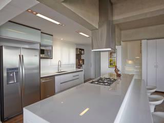 Apartamento Campo Belo - 374m2: Cozinhas  por Viviane Dinamarco Design de Interiores