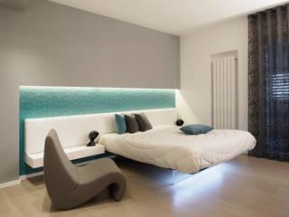 Casa BT: Camera da letto in stile  di Laboratorio di Progettazione Claudio Criscione Design