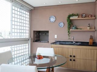 Terrazas de estilo  por Tikkanen arquitetura