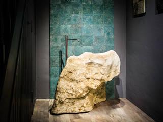 AUSSTELLUNG:  Badezimmer von Die Fliese art + design Fliesenhandels GmbH