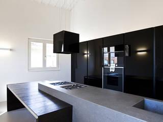 LOFT B di Tomas Ghisellini Architetti Minimalista