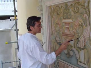 Restauration panneau en façade art nouveau Murs & Sols classiques par Oswald Olivato Classique
