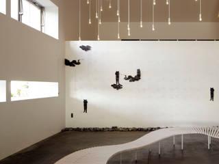 AQUA×IGNIS ロビーベンチ [ minamo ] + 照明 [ hoshiful ]: Hirota Design Studioが手掛けたです。