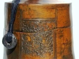 boîte thé ceramique sigillée 23cm x 21cm: Maison de style  par  nadine lebas TERRA SIG