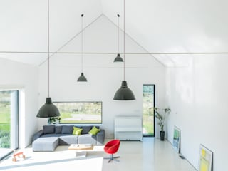 Salones de estilo moderno de Kropka Studio