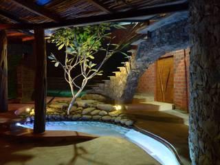 Corredores, halls e escadas tropicais por iSTUDIO Architecture Tropical