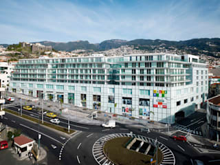 Funchalcentrum:  de estilo  de Ricardo Bofill Taller de Arquitectura