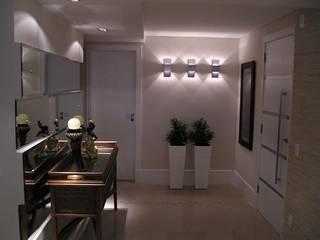 Aline Silva Arquitetura クラシカルスタイルの 玄関&廊下&階段