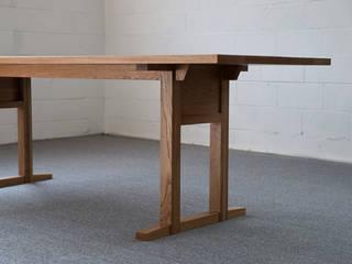 나무 테이블_01: BORI STUDIO의 현대 ,모던