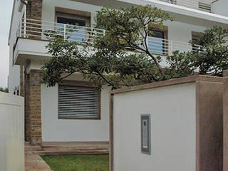 Casa Giorgetti:  in stile  di LATO di Luca Gambacorti & Co.