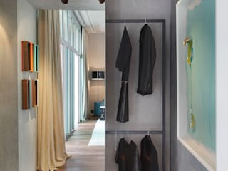 Dressing room by Gisele Taranto Arquitetura,