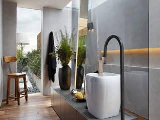 Salle de bains de style  par Gisele Taranto Arquitetura,