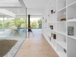 Casa de Sambade Corredores, halls e escadas modernos por spaceworkers® Moderno