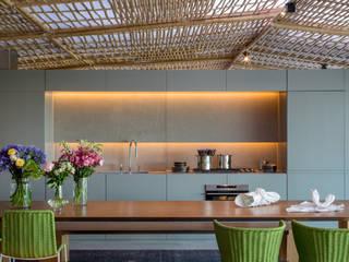 Modern Kitchen by Gisele Taranto Arquitetura Modern