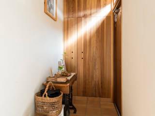 Sola sekkei koubou Pasillos, halls y escaleras minimalistas