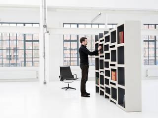 REK bookcase: modern  door Reinier de Jong Design, Modern