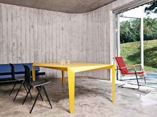 VOLT tafel: modern  door Reinier de Jong Design, Modern