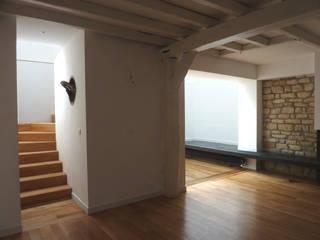 Un autre escalier qui change tout:  de style  par Pinto Archi