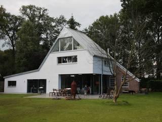 Nieuwbouw en verbouw hallen boerderij:  Huizen door Architectenbureau Jules Zwijsen, Modern