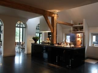 Nieuwbouw en verbouw hallen boerderij:  Keuken door Architectenbureau Jules Zwijsen, Modern