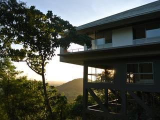 MV house by 8X8 Design Studio Co. Modern